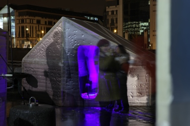 WOW! Talks at Changing Tents at Bruning Ice. WOW! by Christiane Huber, Foto by Sanne Kurz